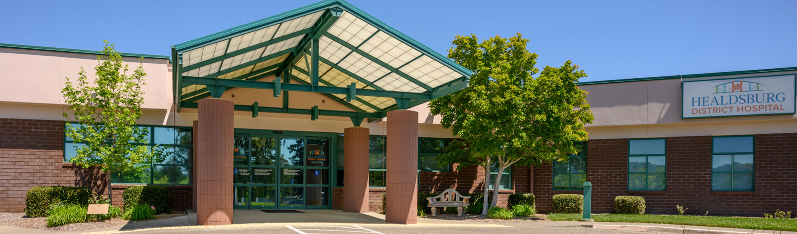 Healdsburg District Hospital Entrance